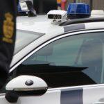 Ung mand ramte autoværn på Høm Møllevej