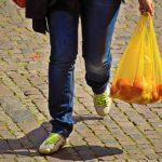 Regeringen vil forbyde gratis plastikposer
